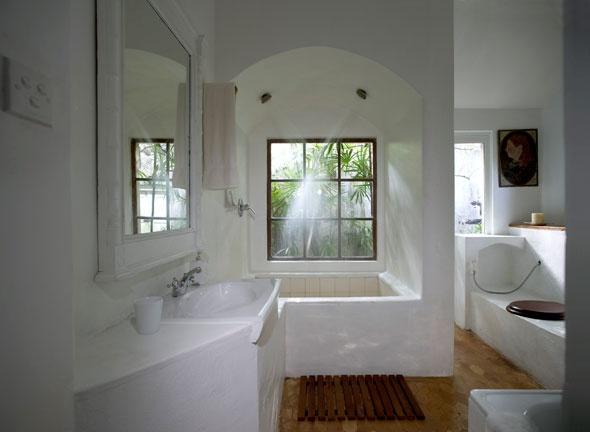 Geoffrey Bawa bathroom
