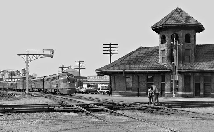 Frisco, Tupelo, Mississippi, 1954 Frisco Lines' Kansas City-Florida Special passenger train pulls into the station at Tupelo, Mississippi. Train is en route from Memphis, Tennessee, to Birmingham, Alabama, in March 1954. Crossing line is Gulf, Mobile and Ohio Railroad to Jackson, Tennessee (to right). Photograph by J. Parker Lamb, © 2016, Center for Railroad Photography and Art. Lamb-02-001-03