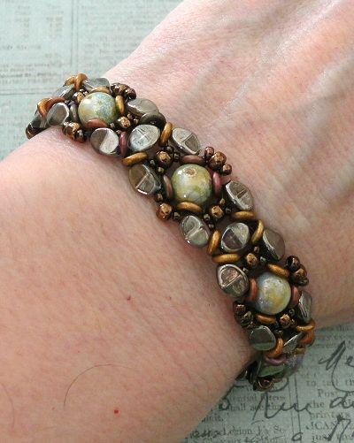 Linda's Crafty Inspirations: Christmas Bracelet & Earrings #1 - Elbereth Set