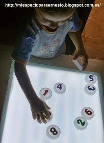 Otra actividad en nuestra mesa de luz, ayy cómo me gusta jejejeje. Ya hemos hecho muchos juegos en casica con los números, a Ernesto de...