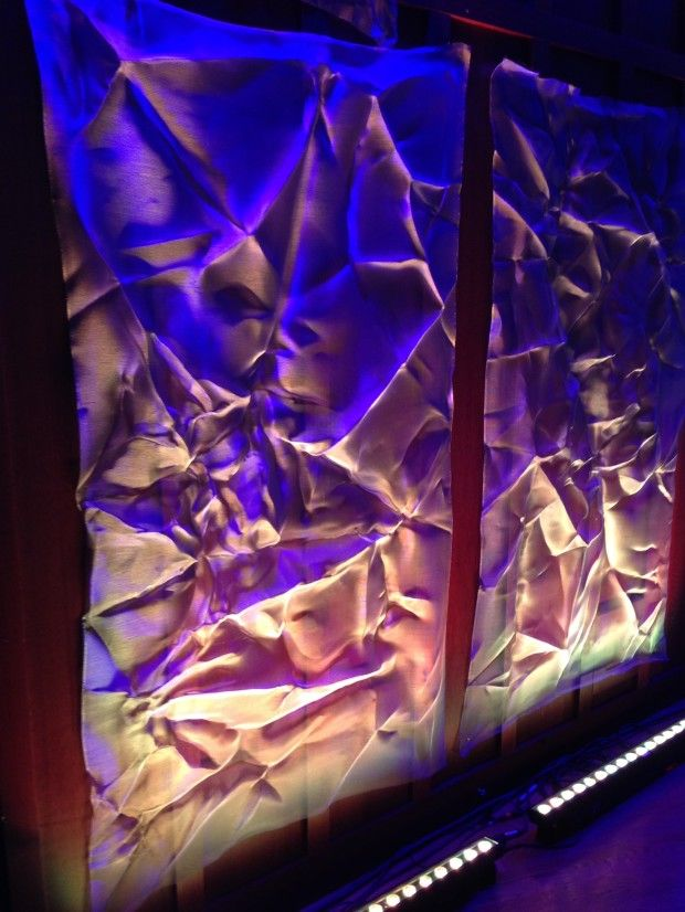 crumpled aluminum screen with uplighting