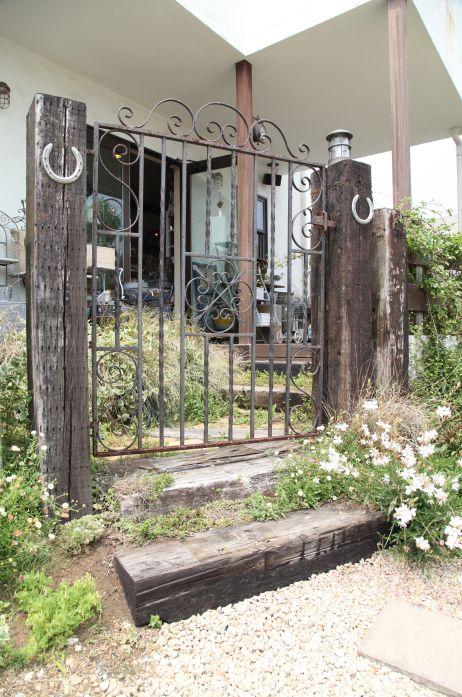アイアン門扉 / ナチュラルガーデン / ガーデンデザイン / 外構 Garden Design / Ironed garden gate