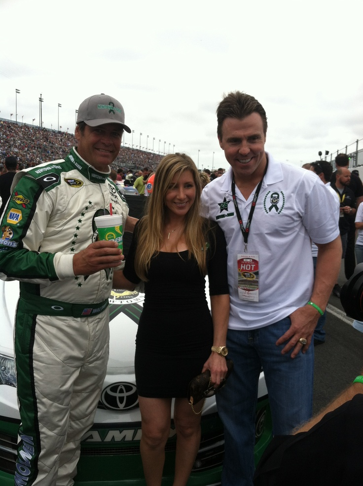 Team owner, Tara Davis with Michael Waltrip and Bill Romanowski at the #Daytona500