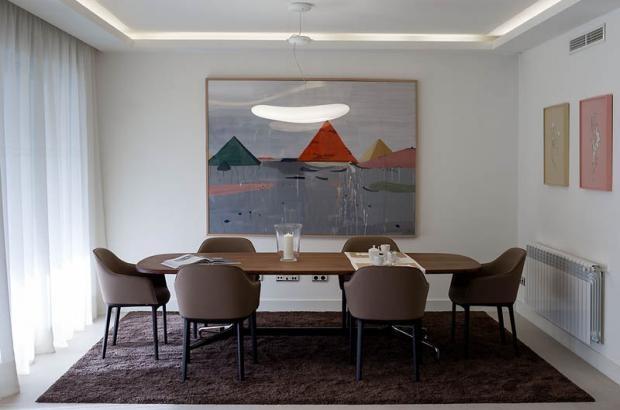 Ubicado en Mirasierra, CERRO DEL CASTAÑAR 72 es un edificio en construcción con departamentos en venta en Madrid, pensado para familias. Incorpora espaciosas viviendas de 3 a 5 dormitorios, con superficies desde 160 m2 hasta 240 m2, con dos plazas de garaje y trastero.Entrega estimada para Septiembre 2013.