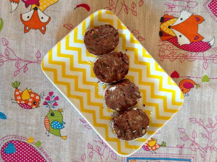 Una ricetta che ci riporta all'infanzia e ci aiuta anche a finire gli avanzi di panettone, un salame di cioccolato particolare ma davvero goloso!