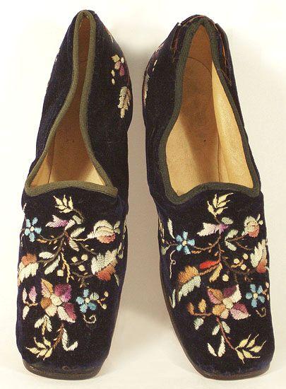 Black embroidered velvet slippers, 1860s