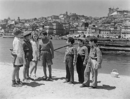 Aniki Bóbó filme realizado em 1942 por Manuel de Oliveira - Porto, Portugal
