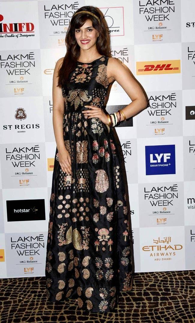 Kriti Sanon at the Lakme Fashion Week Winter Festive 2016. #Bollywood #Fashion…