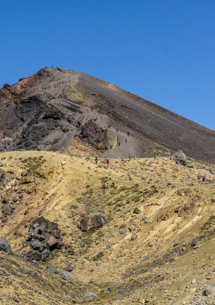 Mein erstes Bild vom berühmten Tongariroalpinecrossing 🏔 Es waren tolle 7 Stunden und nach dem Berg, wo gefühlte 1.000 andere Touristen mit dir herunter durch den Kies rutschen, geht es wirklich fast nur noch bergab. 🏃🏼♀️