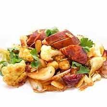 Kyckling och blomkålspanna med mandel och sambal oelek ( ta bort mandel o fruktsocker, 100 g blomkål, 1/2 rödlök ger 250 kcal)