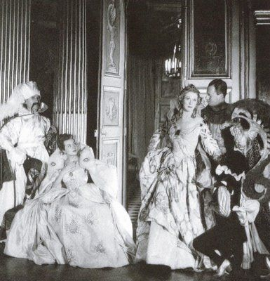 {Le Bal du Siècle} Paul-Louis Weiller, Madame Mallard, Lady Diana Cooper, Baron de Cabrol and Madame Hersent