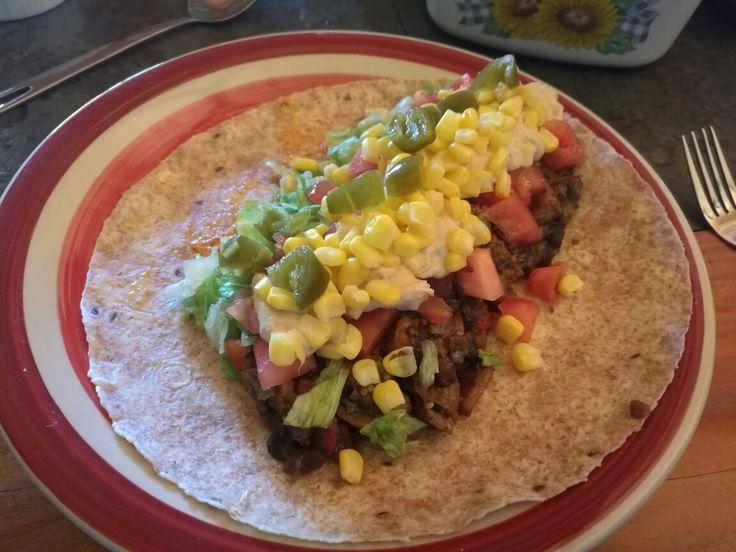 Burritos veganos con Porotos Negros y Tofu con champiñones salteados + verduras.