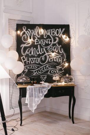 Аренда меловой доски с росписью. Меловая фотозона разных размеров - для кенди-баров, баров, задник для стола жениха и невесты (220х160), фотозона для фото (размер 220х300). Стильная меловая фотозона отлично впишется  вашу свадьбу