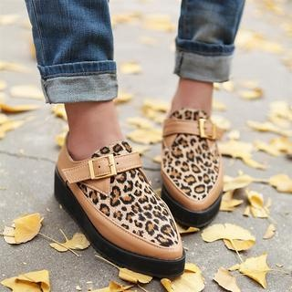 Kuxiujia leopard print and beige leather buckled flatform shoes