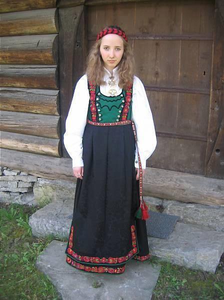 Traditional Norwegian folk costumes - from Tinn