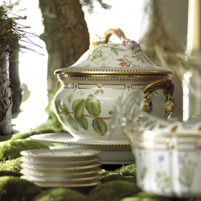 17 Best images about Soup Tureens on Pinterest Italian, Pottery and Serving dishes