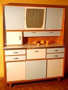 ALNO Küchenschrank als Buffet-Schrank - Das Billig-Furnier platzte gerne an den Rändern ab.