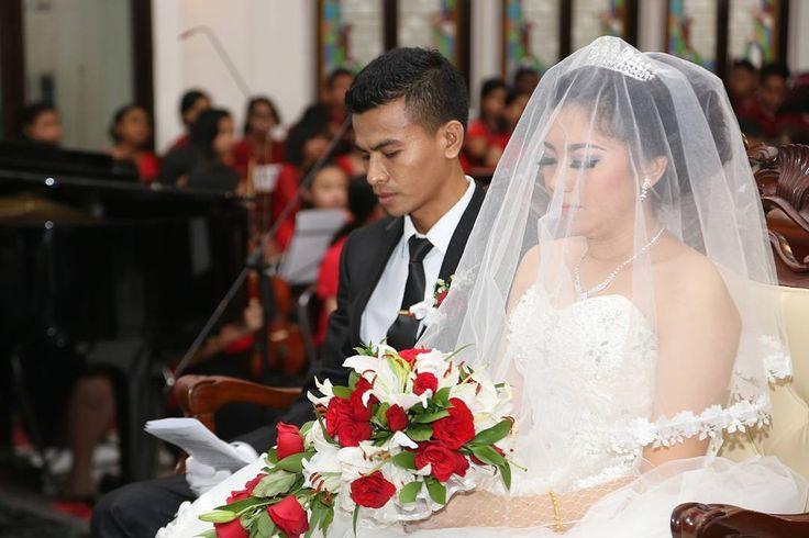 28 Mei 2016 Pemberkatan Pernikahan - GKI Pengampon Cirebon  Terima kasih Tuhan utk semua yg Kau berikan bagi kami. Terima kasih sudah membimbing kami sehingga sekarang kami boleh sampai di tanggal 28 Mei utk yg pertama. Pimpin kami untuk melalui tahun2 yg akan dtg.  Terima kasih Andri utk cinta tulus, pengorbanan, jerih lelah, perhatian dan tanggung jawabmu untukku.  I Love You ❤  #wedding #weddingdress #weddinggown #mywedding #husband #wife #lifepartner #throwback #anniversary…
