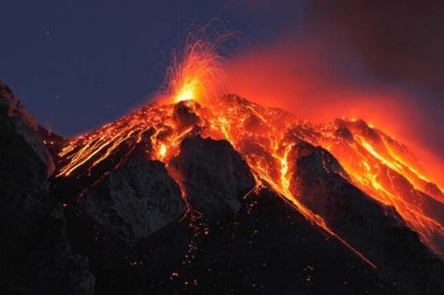 A Kilauea hegy a Hawaii Nagy Sziget egyik legfiatalabb vulkáni pajzsa, egyúttal a világ egyik legnagyobb, jelenleg is aktív vulkánja.