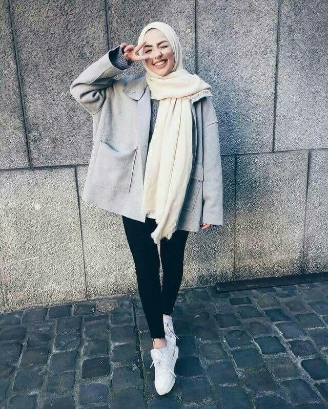 Pin oleh V I N A di muslimah | Hijab fashion, Street hijab ...