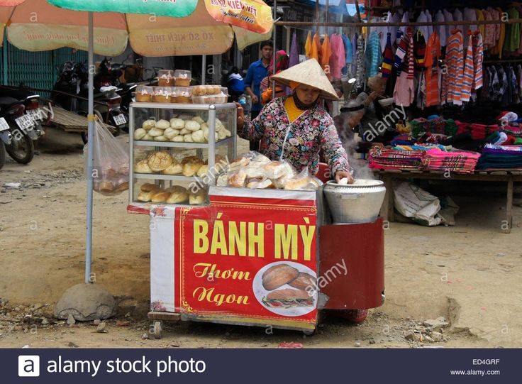 Download this stock image: Woman selling bread and cakes at Sunday Market, Bac Ha, Sapa (Sa Pa), Vietnam - ED4GRF from Alamy's library of millions of high resolution stock photos, illustrations and vectors.