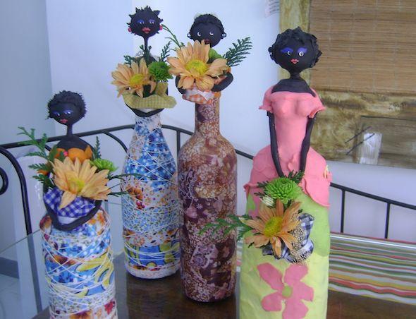 Aprenda como fazer lindas bonecas de garrafa, um artesanato criativo e que utiliza materiais reciclados para fabricar. 18 lindos modelos para você tirar idéia e projetar a sua.