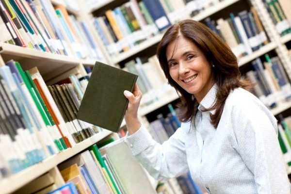 Library Manangment System for school and colleges to manage their book records,Library card,Automatic fine calculation with audit reports.Very simple to maintain.
