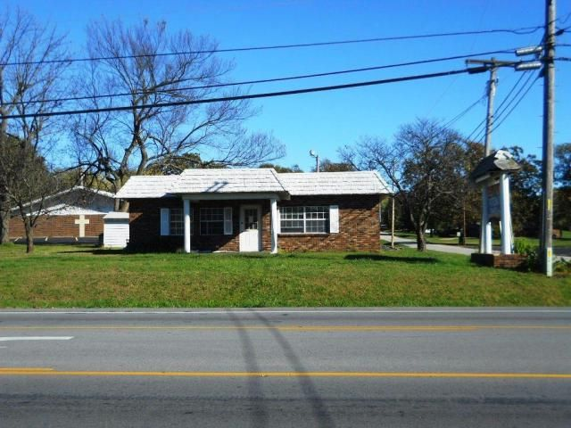 GREAT LOCATION-5 Separate Offices plus Reception Area in one of the highest travel areas of Aurora,MO. Last use of building was Real Estate Office. Corner of Walnut & Hwy 39 (Elliott Ave.)