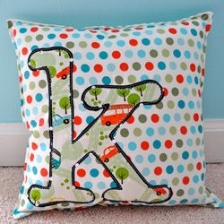 My next project: How to make your own unique monogram pillow.  Perfect for monthly pictures to capture how the little ones grow :)