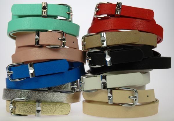 Ancho: 2 cm. Lote de 12 cinturones, surtidos de colores y tallas.  Composición: PU