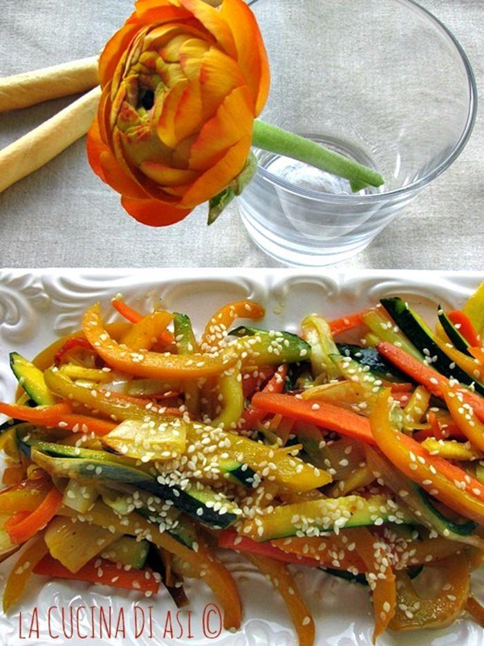 Verdure saltate al sesamo in padella con sesamo un contorno semplicissimo e molto buono con salsa di soia zafferano e semi si sesamo bianco Ricetta