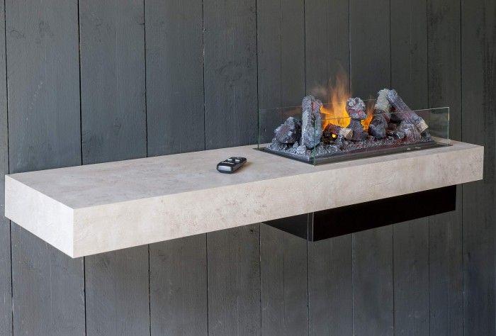 De Faber Concrete Shelf is een hangende haard, compleet met beton-look plateau om direct aan de muur te hangen. Het plateau is voorzien van een elektrische Faber Opti-myst haard. Deze unieke combinatie biedt een complete oplossing met een geheel eigentijdse uitstraling.