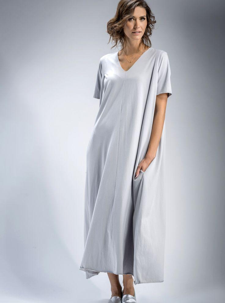 #maxi #sukienka z dekoltem V, w #pięknym #srebrzyście #szarym kolorze, #mapepina #moda #fashion #trendy #womenfashion #dresses