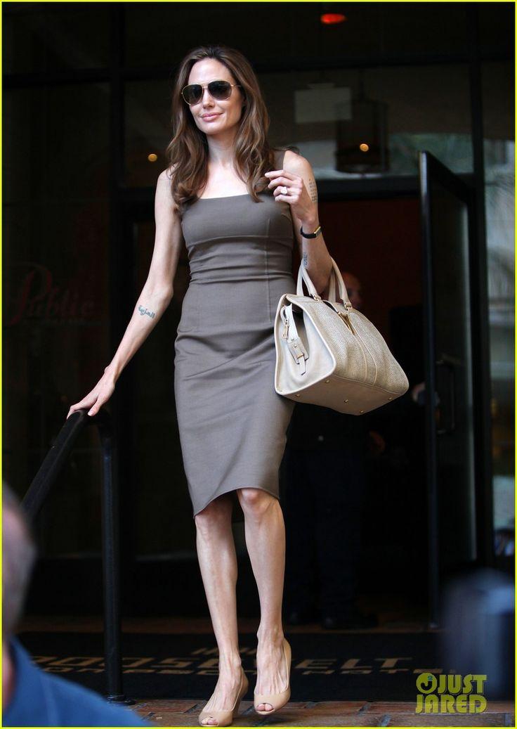 Angelina Jolie: Engagement Ring at Roosevelt Hotel!   angelina jolie engagement ring roosevelt 05 - Photo