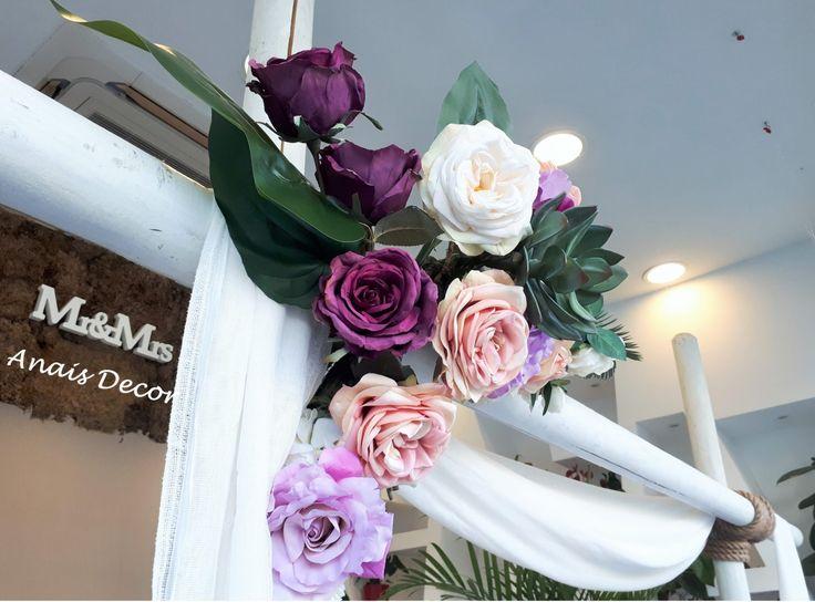 Αψίδα ή Κιόσκι Γάμου με ξύλινους κορμούς wedding arch