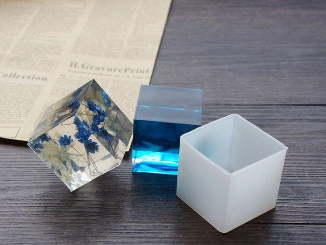 ・厳選 シリコンモールド シリコン型 ・UVレジンクラフト 粘土細工のパーツ作り エポキシ樹脂 樹脂粘土 3D ネイル・アクセサリー製作 手芸 ハンドメイドに・サイズ 大 直径約5cm~6cm・内容量 1個・質色等は生産時期により多少異なる場合が有る事を...