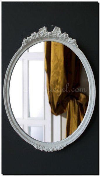 Mooie ovale spiegel met strik en witte lijst.