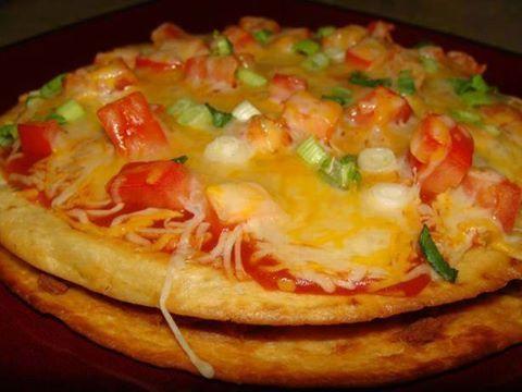 Taco Bell Mexicain Pizza   1/2 lb de boeuf haché De sel 1/2 cuillère à café  1/4 cuillère à café de dés d'oignon émincé 1/4 cuillère à café de paprika 1 1/2 cuillères à café de poudre de chili (espagnol est le meilleur) 2 cuillères à soupe d'eau 8 (6 pouces) tortillas de farine 1 tasse d'huile de cuisson 1 (16 onces) boite d' haricots frits 1/3 tasse de tomates en dés 2/3 tasse de sauce piquante légère 1 tasse de cheddar râpé 1 tasse de fromage monterey jack râpé 1/4 tasse oignon vert haché…