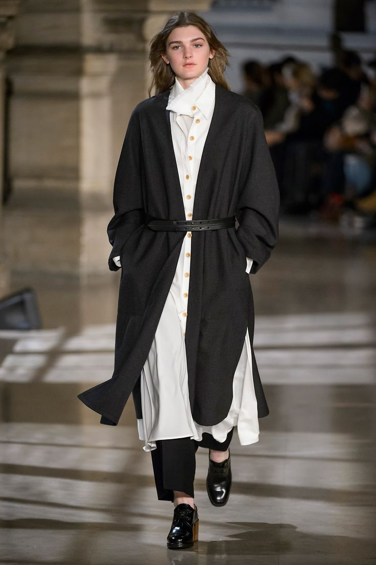 7. Wrapover coat in thornproof wool, shirt dress and highneck tee-shirt in stretch silk wool, large pants in water-repellent washed wool, belt in leather, heeled oxford in leather