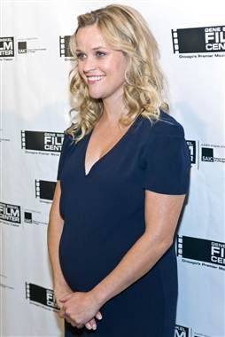 """Pregnant Reese Witherspoon says she's feeling """"very round."""" (photo: Timothy Hiatt / Getty Images)"""