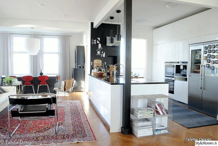 """""""Formfollowsfunction"""":n keittiössä on  leveä, yli kolme metrinen saareke. #keittiö #kodinsisustus #styleroom #homedecor"""