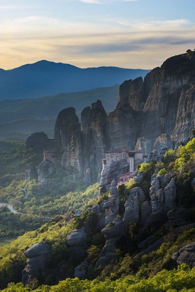 Meteora in the golden hour before sunset - Greece mainland Workshop - Ollie Taylor Photography