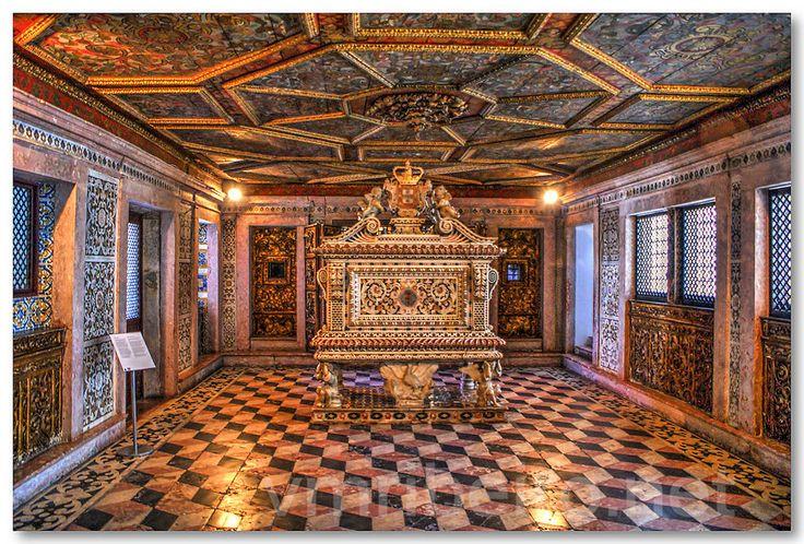 AVEIRO (Portugal): Túmulo de Santa Joana Princesa.