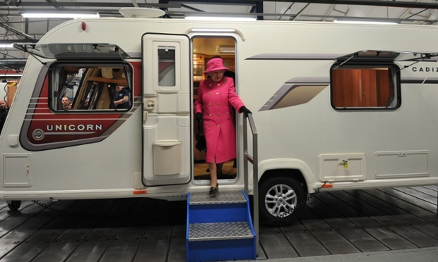 It's like a palace on wheels: the Queen steps out of a caravan during a visit to the Bailey caravan factory as part of her Jubilee tour in Bristol, England. FYI, @Cristóbal Inuksukez