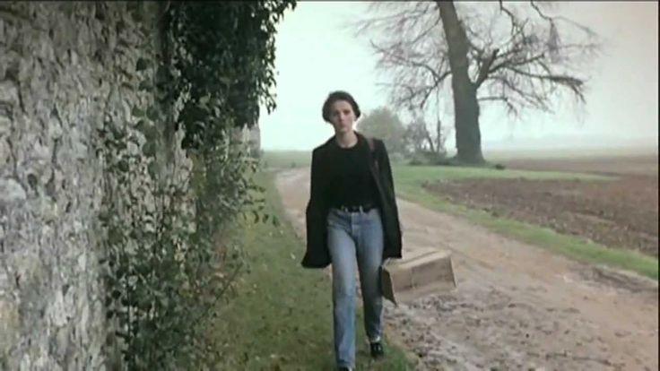 Juliette Binoche in 'Trois Couleurs: Bleu' (1993) directed by Krzysztof Kieślowski R