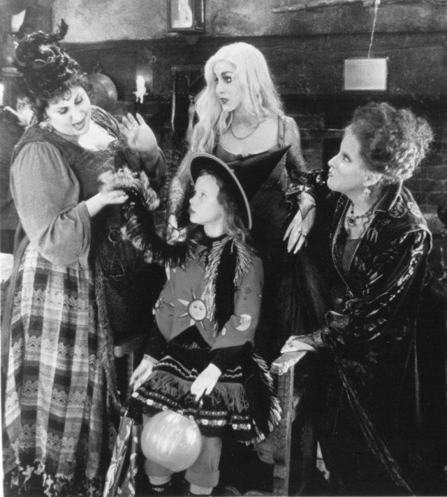 Still of Thora Birch, Bette Midler, Sarah Jessica Parker and Kathy Najimy in Hocus Pocus