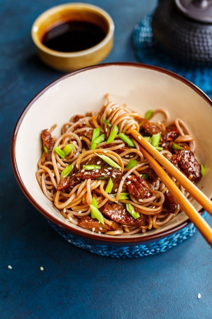 Noodle yakisoba z wieprzowiną