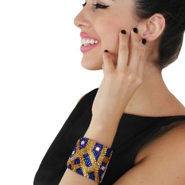 En Arena tenemos hermosos brazaletes para resaltar tu carácter y tu sensualidad ❤ ¿Te gusta? Puedes encontrarlo en @liniofashionco ingresa a www.liniofashion.com.co y descubre todos los hermosos accesorios que tenemos para ti ❤ Para mas info escribe  arenabyastrid@gmail.com y al  0057304426072 y  00584161703728  #chic #trendy #brazalete #diva #moda #fashion #casual #elegante #handmade