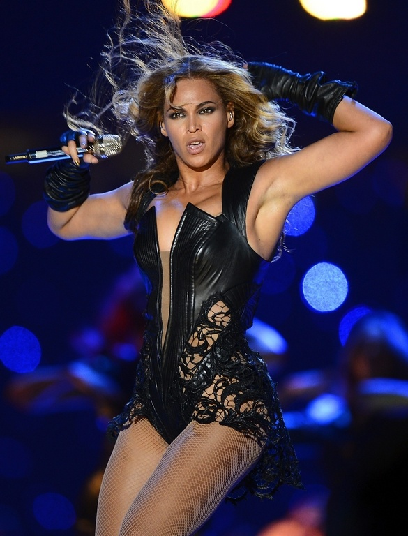 Beyoncé sahneyi 'ateşe' verdi