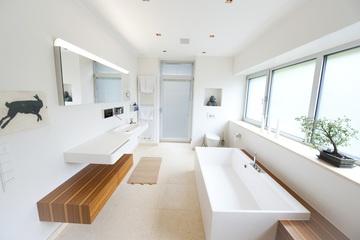 Inspiration für ein mordernes Badezimmer vom Malergeschäft Uhrmacher GmbH in Hattingen (45525) | Maler.org